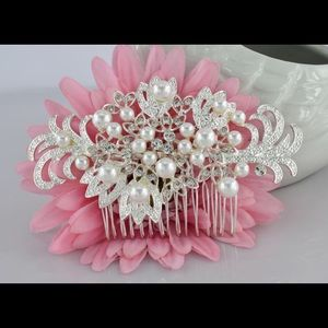 Bridal rhinestone and pearl hair comb
